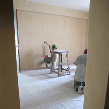 Painting coloured Limewash on site – New Delhi, Northern India