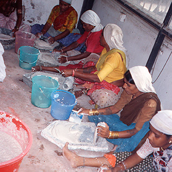 Grinding lime and marble dust for Araash Fresco work – Mumbai, Western India