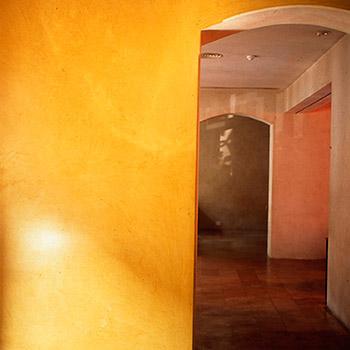 Cobalt Yellow Araash Walls – Indigo Restaurant, Mumbai