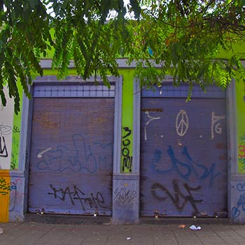 Corrugated Lilac doors – Santiago, Chile