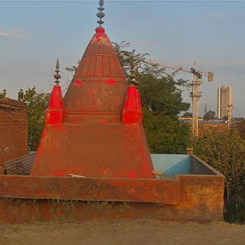 Wayside shrine – Gurgaon, North India