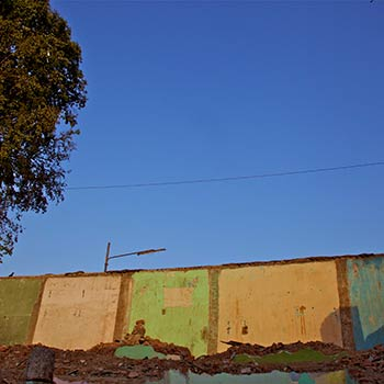 Broken housing – western india (by Mitul)