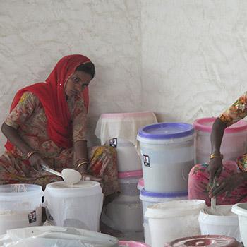 Straining Slaked lime for Araash – New Delhi, North India