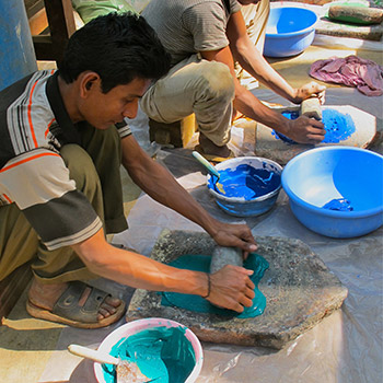 Grinding Cobalt and Ultramarine pigment with Lime – Ali Bagh, Mumbai, Western India
