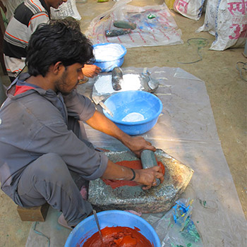 Grinding Lime with raw Pigment – Workshop, Ali Bagh, Western India