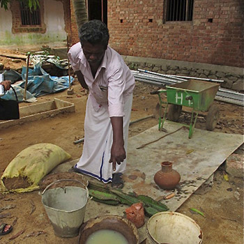 Making Lime/Brickdust mortar – Kerala, South India