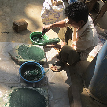 Grinding Chromium Oxide for concrete render – Workshop, Ali Bagh, Western India