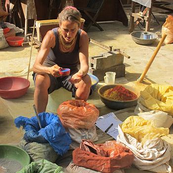 Sorting Raw Pigments – Workshop, Ali bagh, Western india