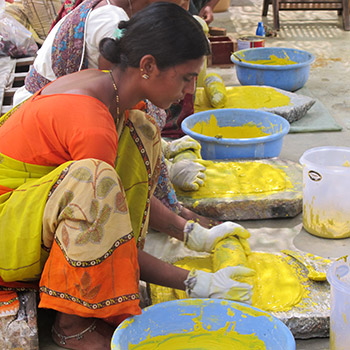 Grinding yellow pigment for concrete construction in Ahmadabad – workshop Ali Bagh, western india