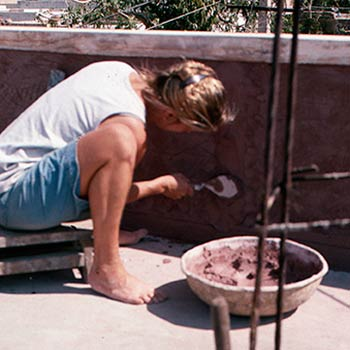 Applying first layer, lime / brickdust mortar – Jhotwada, Jaipur, Western India