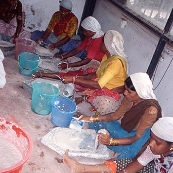 Grinding Marble dust and slaked lime for Araash layers, Mumbai, India
