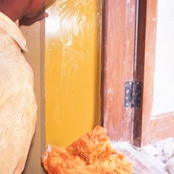 Polishing final layers of Yellow Araash – Indigo Restaurant, Mumbai