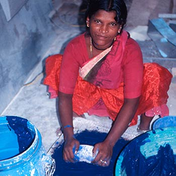 Grinding Ultramarine Blue pigment – Mumbai, India