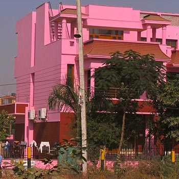 Pink House – Gurgaon, Northern India