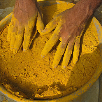 Sieving Ochre Pigment – Ali Bagh, Western India