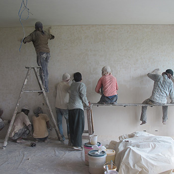 Applying Rough Araash, Private Residence, Gurgaon – New Delhi, Northern India