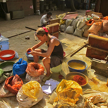 Selecting pigments – Ali Bagh, Western India